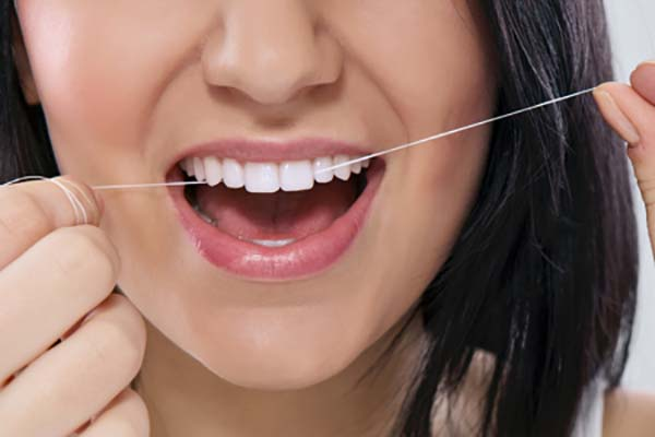 نخ دندان کشیدن ایمپلنت دندان