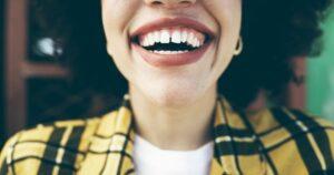 بستن فاصله بین دندان ها با باندینگ دندان